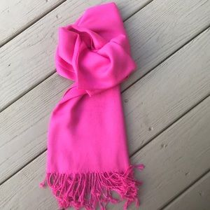 Ashley Cooper - Hot pink pashmina, 100% viscose